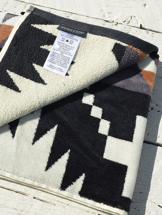 Iconic Jacquard Towels Hand